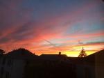 Ein typischer Sonnenuntergang, von meinem Fenster zu Hause fotografiert.
